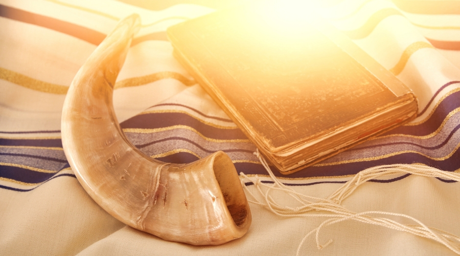 Picture of Shofar on Talit
