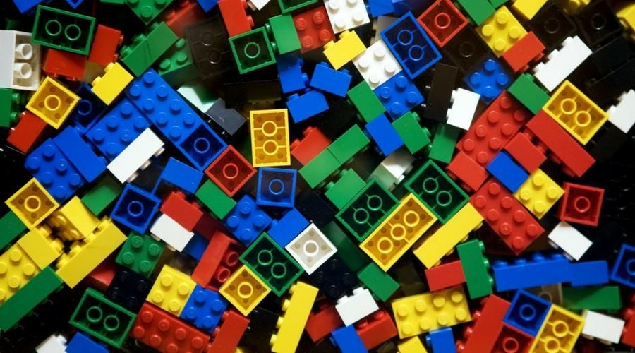 a bunch of LEGO pieces